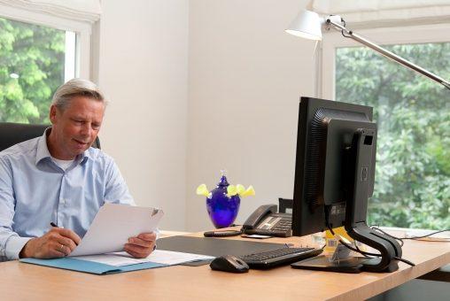 De zorgmakelaar voor huisartsen: onderhandelen met zorgverzekeraars