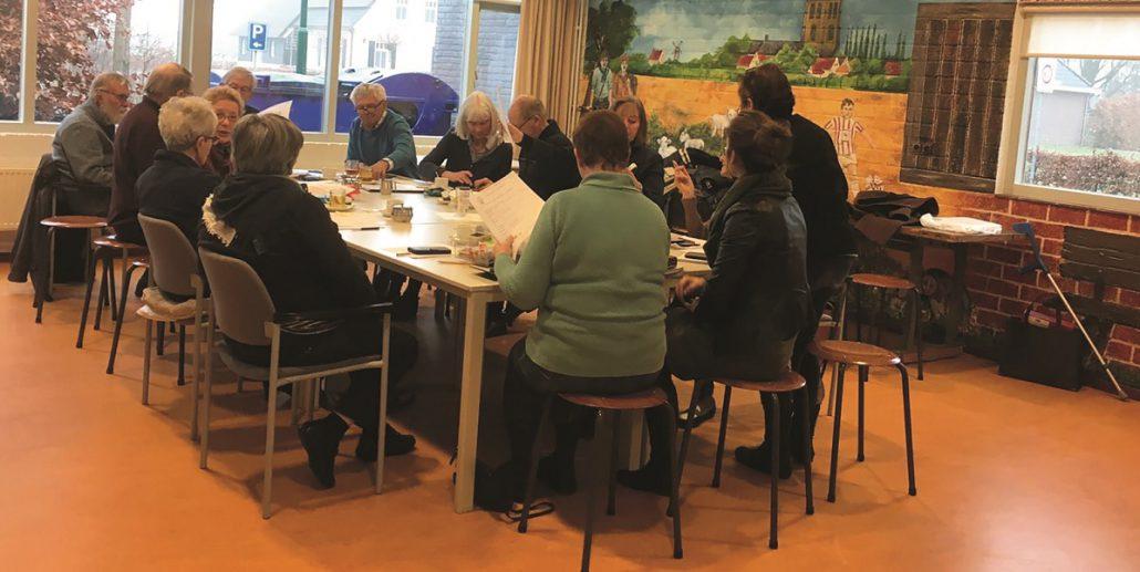 Senioren gaan digitaal: elkaar opvrolijken in de groepsapp