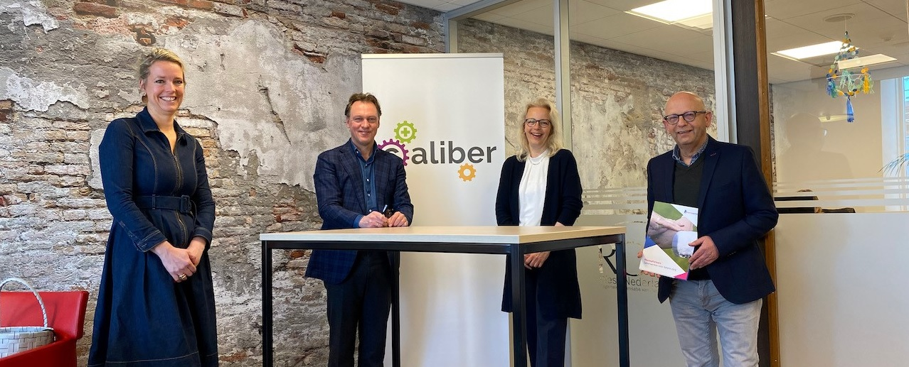 Vereniging Eerstelijns Apothekers Rijnland en stichting ©aliber sluiten eHealth-overeenkomst met PharmaPartners